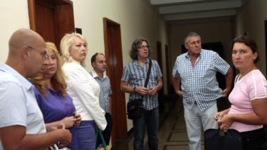 Представители на протестиращите граждански организации отидоха за преговори в Столичната община