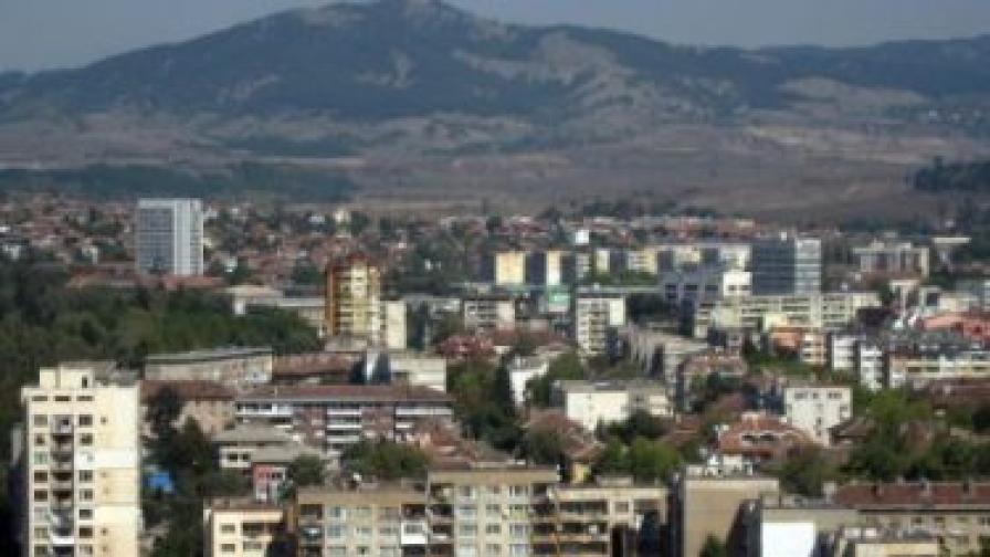 Експерти: Блоковете в Перник стават за живот
