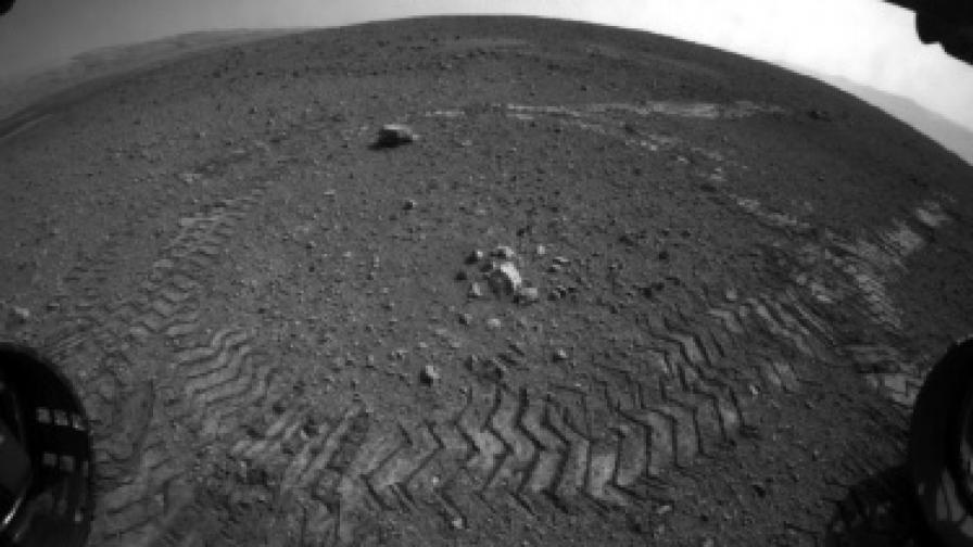 """""""Кюриосити"""" се разходи по повърхността на Марс"""