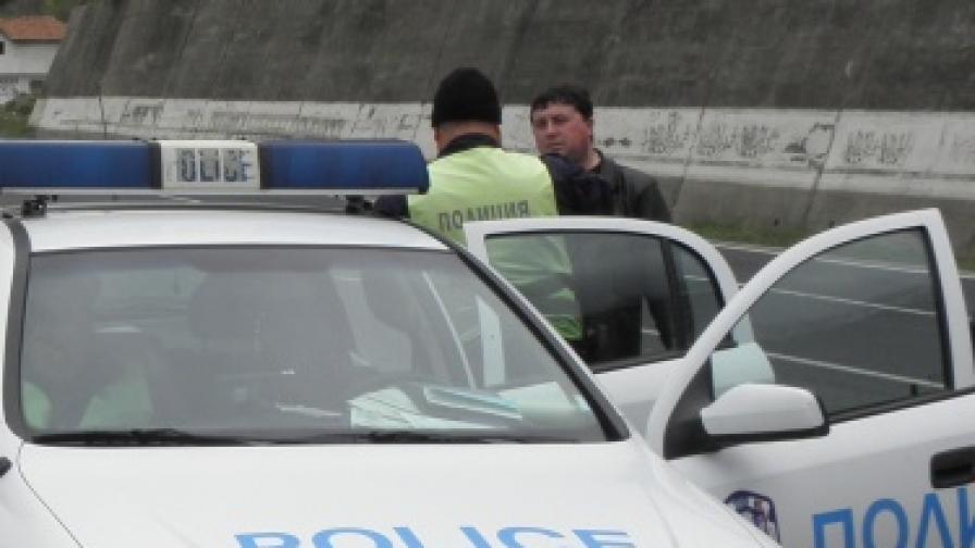 Като на филм: Кола падна върху жп линията София-Кулата