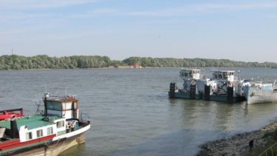 40 кораба заседнаха в Дунав край Свищов