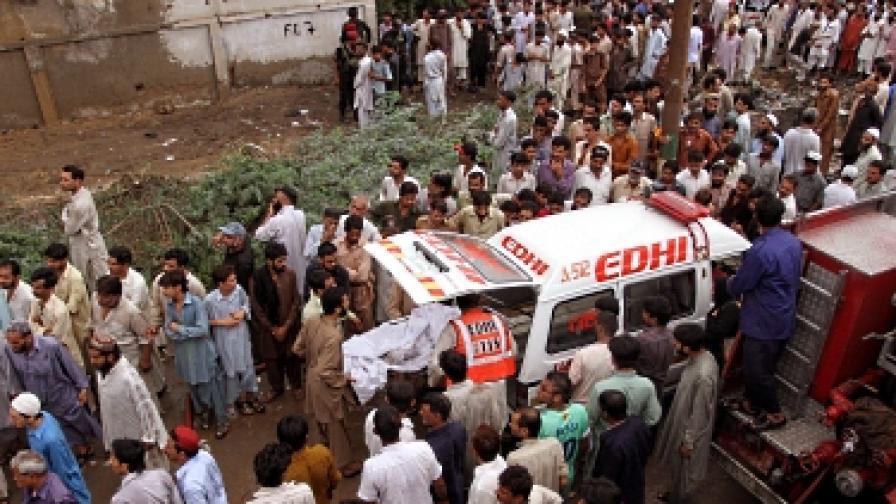 314 души загинаха при два пожара във фабрики в Пакистан
