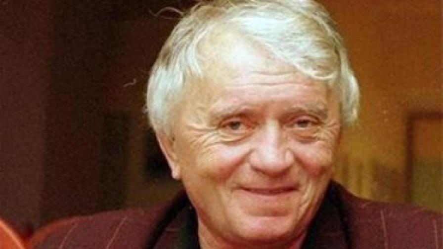 """Писателят Калин Донков е редовен колумнист на в. """"Сега"""""""