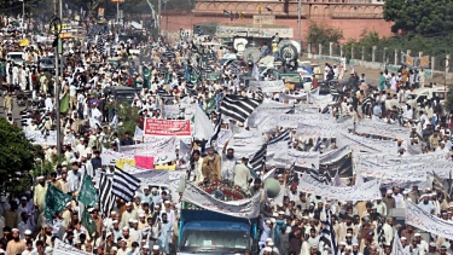 Антиислямският филм взе още 13 жертви в Пакистан