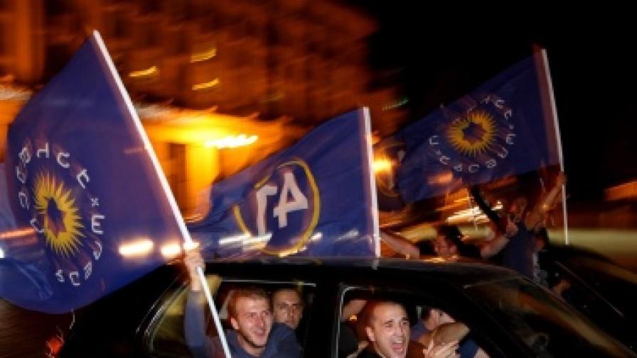 Поддръжници на опозицията празнуват в Тбилиси