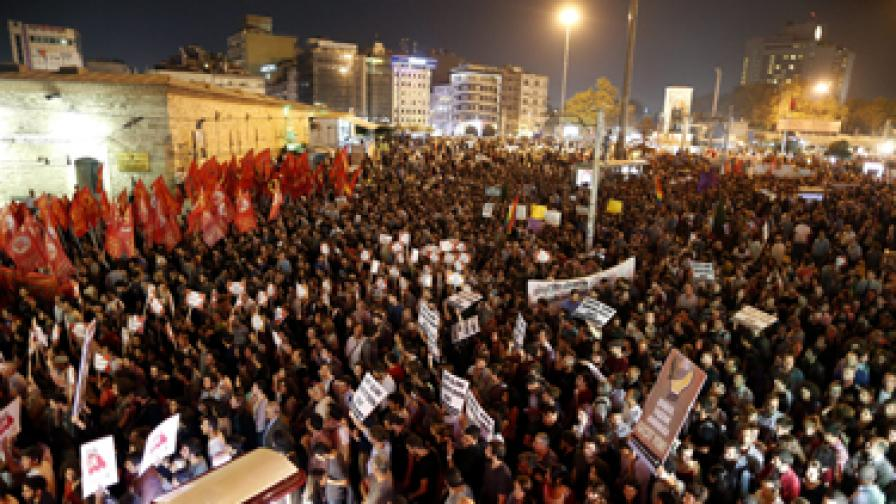 Западът подкрепя Турция, но военна намеса е малко вероятна