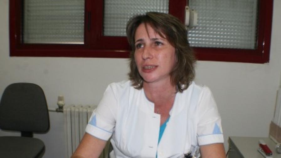 Д-р Милка Найденова, началник на отделение в центъра, обяснява причините за подадените оставки