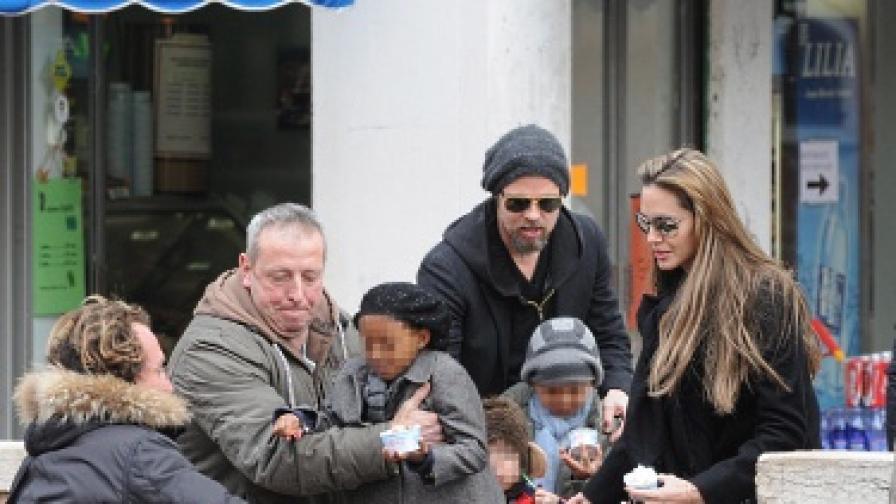 Децата на Джоли и Пит по стъпките на родителите