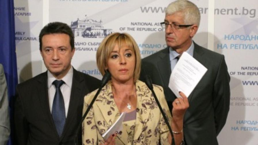 Скандал заради изтичане на информация от СРС-та
