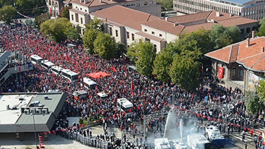 Сблъсъци на демонстранти и полицията в Анкара