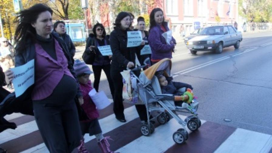 Майки пак протестираха в София