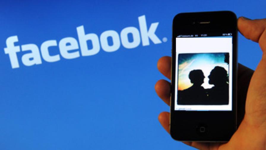 """Колко от нас следят бившите си във """"Фейсбук""""?"""