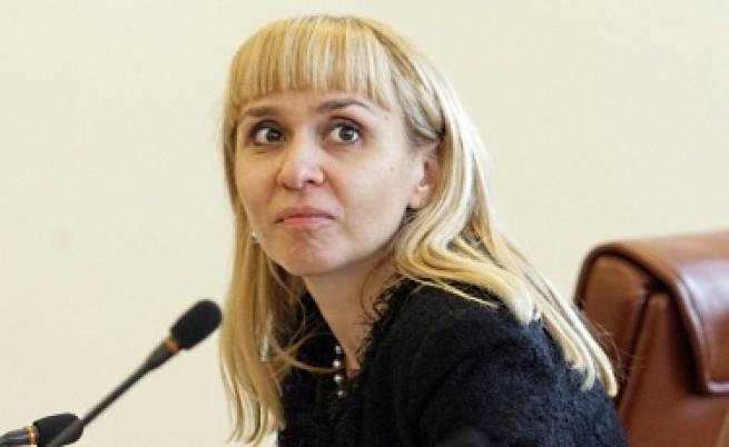 И министър Ковачева призова Марковска да се оттегли