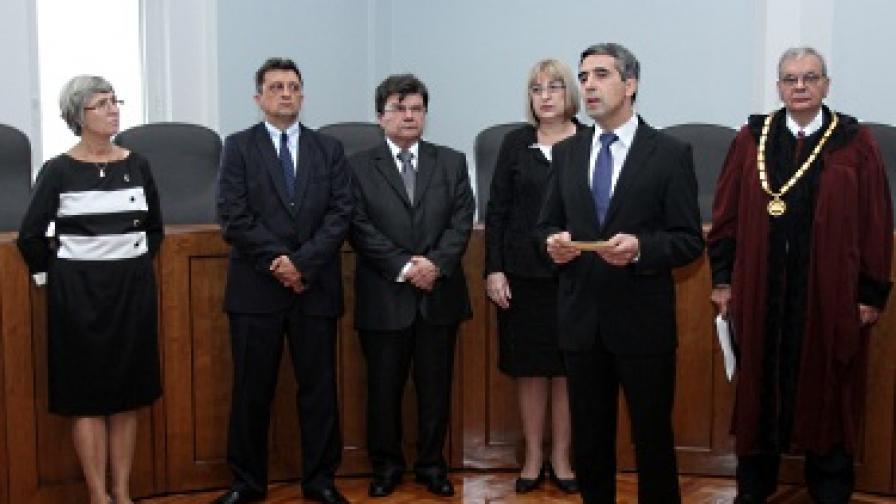 Марковска можела да се закълне в отсъствието на президента