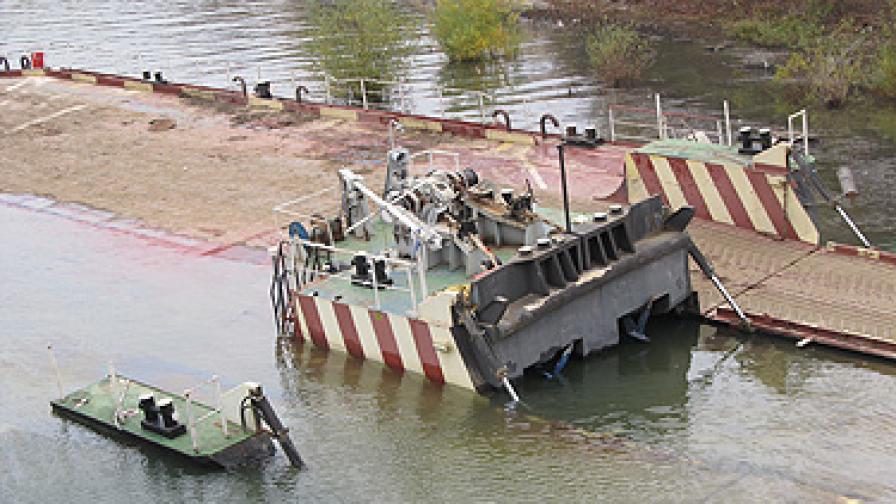 Потънал край Русе кораб може да застраши р. Дунав