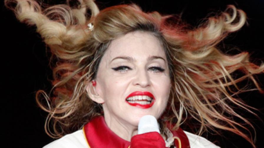 Мадона се снима гола по парфюм
