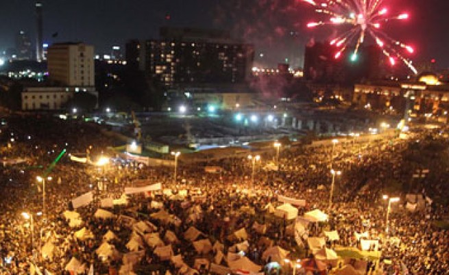 Армията стои настрана от новата политическа криза в Египет