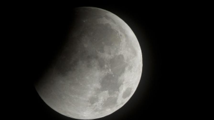 САЩ планирали да взривят Луната?