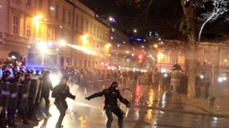 Ранени и десетки арестувани след протест в Марибор