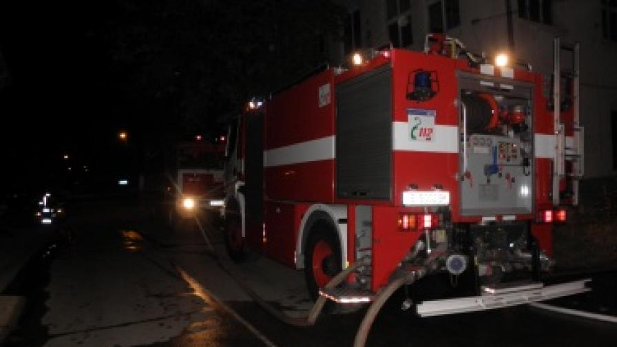 Петима, сред които и бебе, обгазени при пожар във Варна