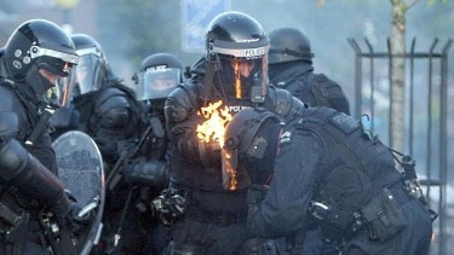 Британският флаг – причина за осем дни насилие в Белфаст