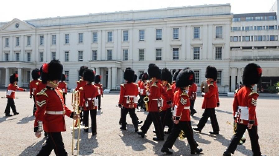 Пред Бъкингам: Не само мечи кожи, но и тюрбани