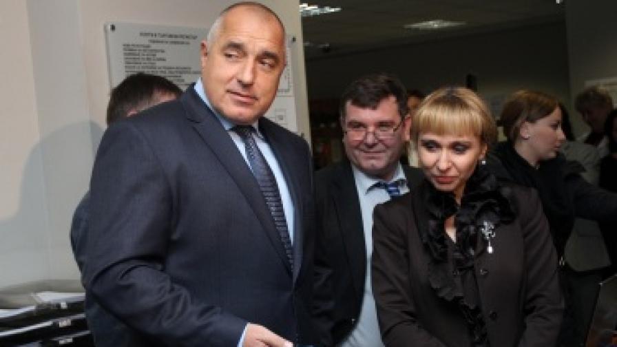"""Министър-председателят Бойко Борисов и министърът на правосъдието Диана Ковачева представиха новата услуга на Агенцията по вписванията """"SMS оповестяване за настъпила входяща регистрация за търговец в информационната система на Търговския регистър"""""""