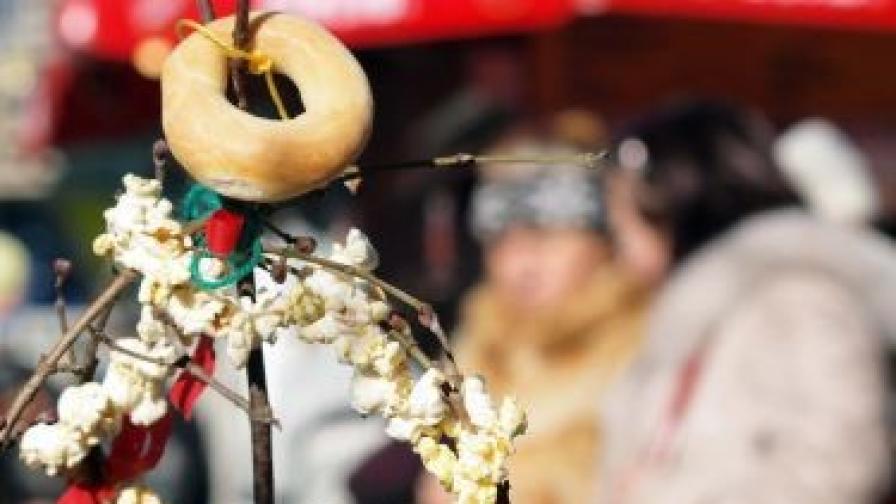 Няма модел за изработване на сурвачката, тя е различна в различните региони на страната. Важното е обаче да няма изкуствени материали