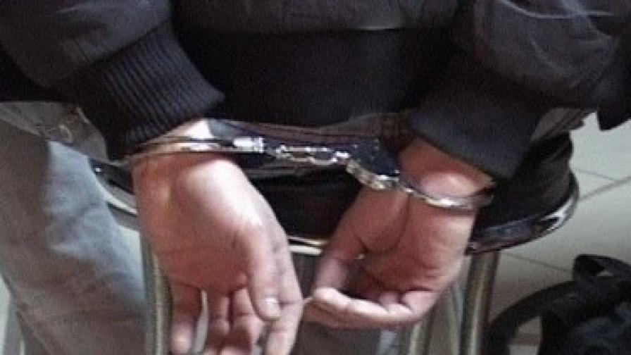 Българи арестувани в Гърция, внесли 200 ножа и брадви
