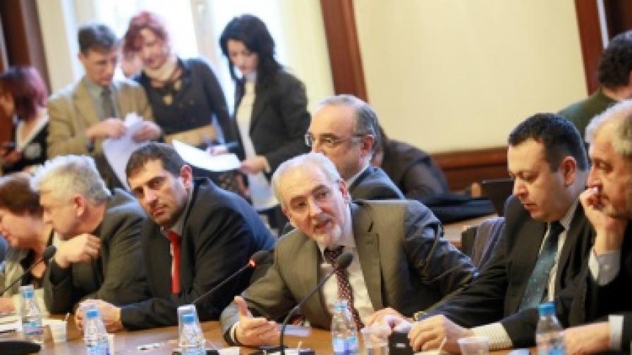 Махленски скандали в парламентарната комисия за образование