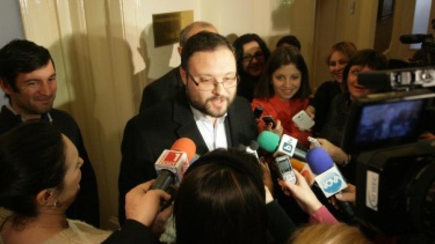 Десислав Чуколов дава обяснения за случилото се с журналиста Лъчезар Лисицов