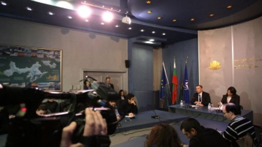 МВнР предлага фонд за съдействие на българските граждани в чужбина