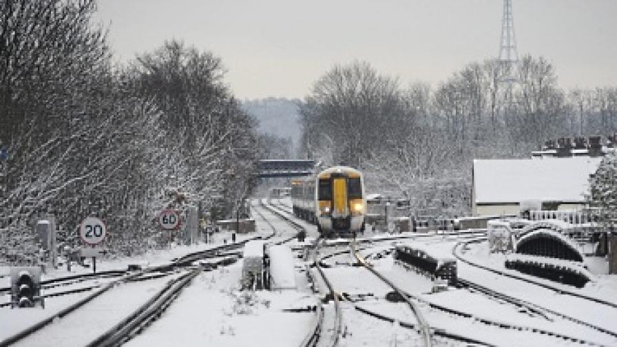 Сняг и студ предизвикаха хаос във Великобритания