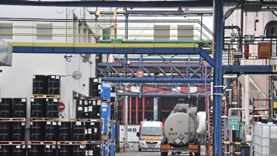 Газ, изтекъл от химически завод във Франция, стресна Париж и Великобритания