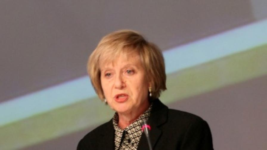 Посланик Марси Рийс по време на лекцията пред Атлантическия клуб
