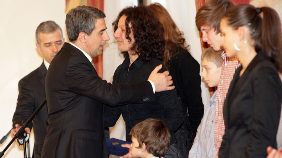 Президентът връчи ордените на близки на загиналите