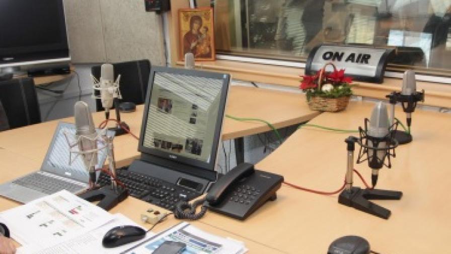 """Оливие Базил от """"Репортери без граници"""": Ситуацията с медиите в България е бедствена"""