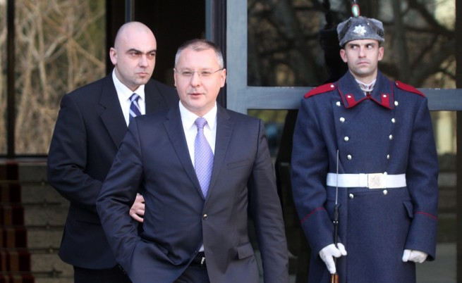 Станишев: Правителството застрашава националната сигурност