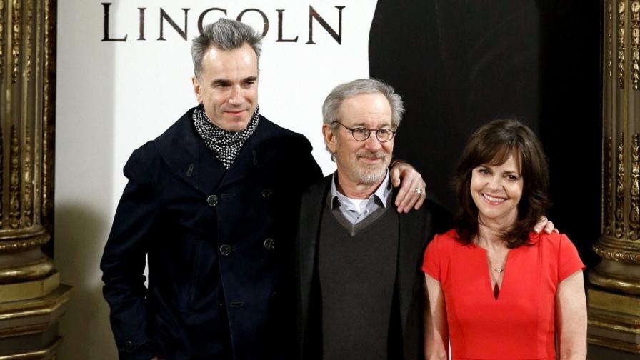 """Сценаристът на """"Линкълн"""" се извини за """"15-секундната"""" историческа грешка"""
