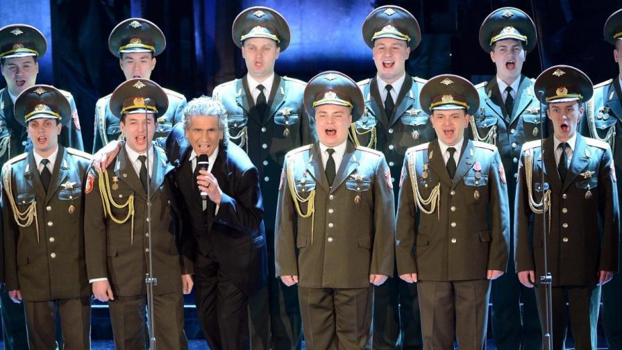 """Тото Котуньо на руски език изпя """"Вечери в Подмосковието"""" заедно с хор на Съветската армия"""