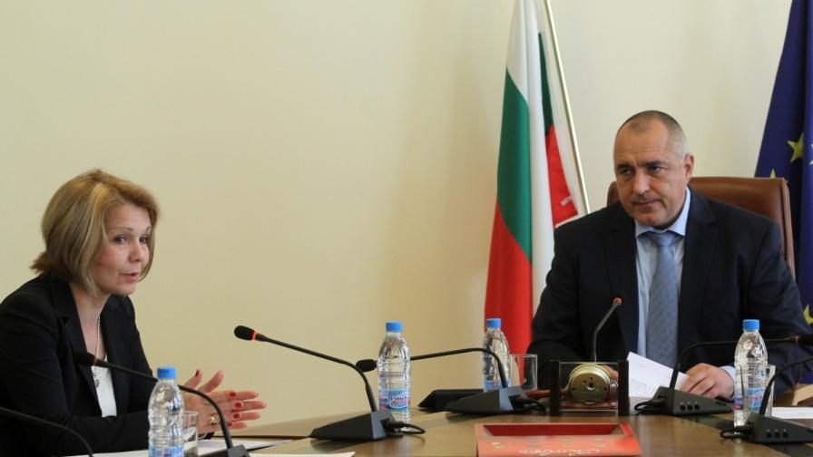 Юлиана Иванова новият председател на ДКЕВРпреди началото на редовното заседание на Министерския съвет на 13 февруари 2013 г.