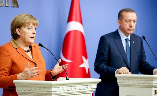 Меркел: Преговорите с Турция за ЕС трябва да продължат