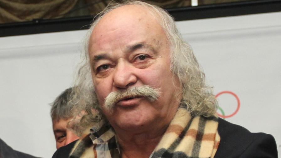 Боян Радев отново дарява икони на НИМ