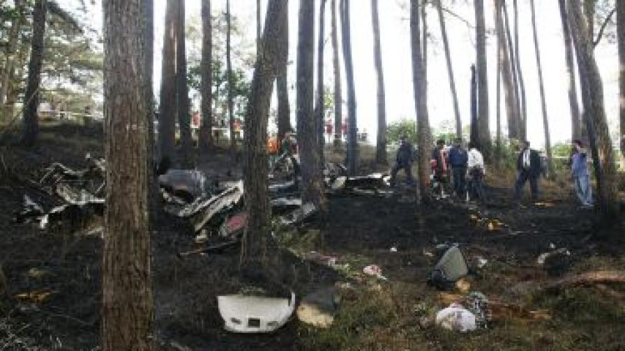 Десетки хора загинаха при самолетна катастрофа в Конго