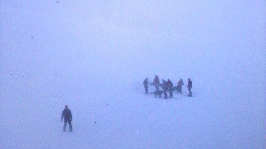 Лавини затрупаха седем души в Алпите