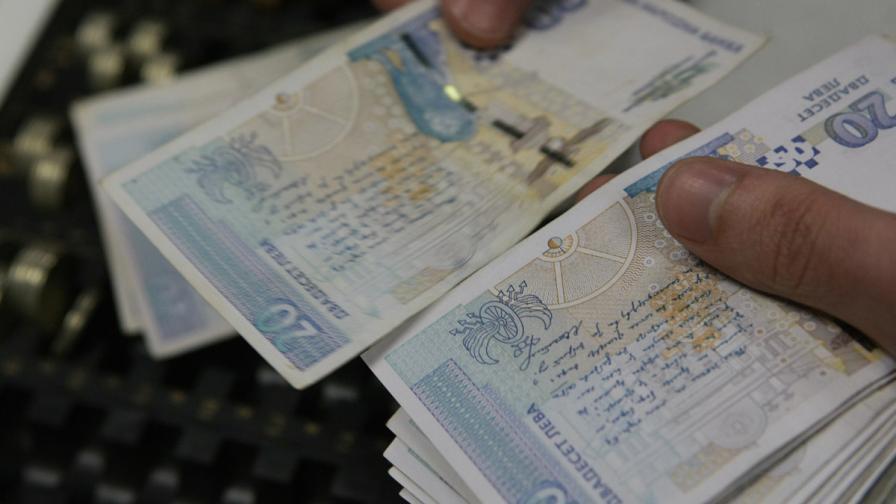 Хванаха данъчна служителка с подкуп от 1000 евро