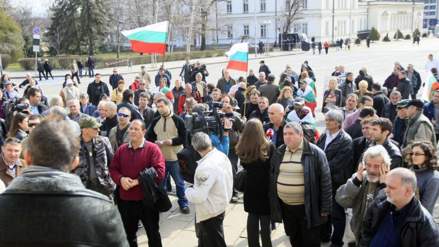 """Протестиращи сформират гражданско движение """"Орлов мост"""""""