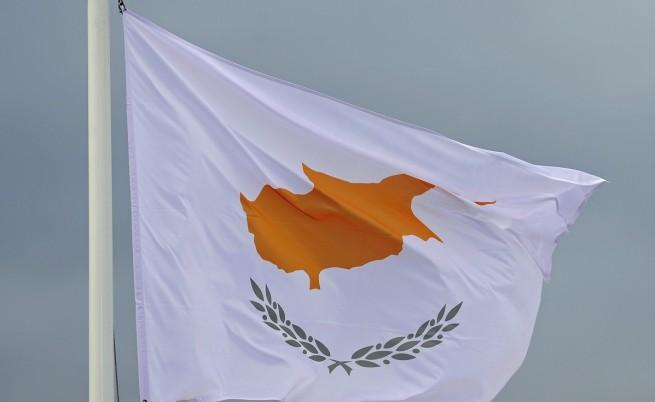 Кипър ще получи спасителен заем, но срещу допълнителни финансови тежести
