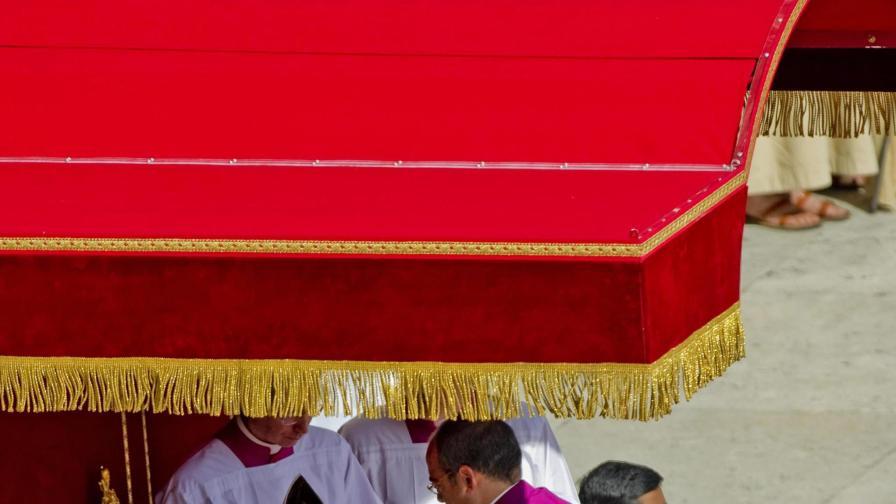 Папа Франциск поканил клошар на интронизацията си