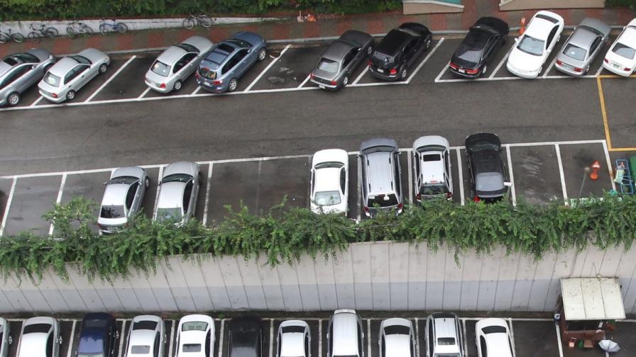 Да паркираш със... смартфон